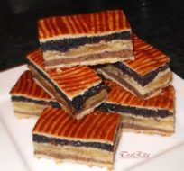 Flódni - walnit, poppyseed, and apple filling. Apple Filling, Kitchen Time, Hungarian Recipes, Wonderful Recipe, Christmas Baking, Cookie Recipes, Sweet Tooth, Bakery, Sweets