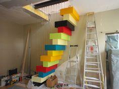 Un escalier à pas japonais égaye un duplex parisien                                                                                                                                                                                 Plus