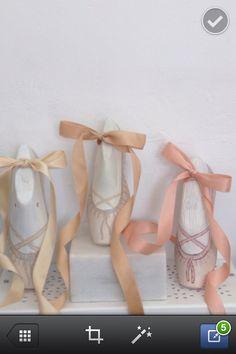 Hormas de zapatos pintadas Vintage Decor, Vintage Antiques, Shoe Last, Spa Party, Ballet Shoes, Decoupage, Recycling, Shabby Chic, Diy Crafts