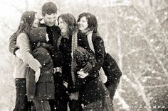 What a cute #family photo in the snow.  I bet they put this picture on their #Christmas card.