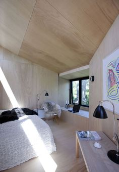 This Backyard Guest House Provides Extra Space For Visitors Architect Martin Kallesø has designed a small guesthouse, located in the backyard of a home in the Danish town of Præstø. Plywood House, Plywood Ceiling, Plywood Walls, Plywood Interior, Interior Walls, Shed Design, House Design, Backyard Guest Houses, Wood Interiors