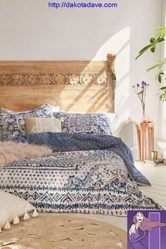 Discover new ideas for Moroccan decor and interior style, from rustic and bright to calm and sophisticated. This global interior design style is perfect. bedroom furniture head boards Moroccan Decor: 4 New Ways - Decorator's Notebook Bohemian Bedrooms, Girl Bedrooms, Bohemian Apartment, Hipster Apartment, Boho Chic Bedroom, Stylish Bedroom, Boy Rooms, Small Bedrooms, Bedroom Inspo