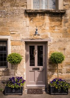 This luxury self-catering cottage in the Cotswolds is set in the heart of Burford in Oxfordshire. Little Scarlet offers lovers a romantic retreat for a stolen weekends and holidays in the rolling countryside. Country Front Door, Cottage Front Doors, Cottage Door, House Front Door, Cottage Exterior, Garden Cottage, Front Door Decor, Cotswold Cottage Interior, Somerset Cottage