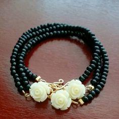 Black Seed Bead Flower Bracelet by BeadsbyClaudiaGarza on Etsy