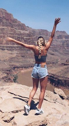 Canyon Nature Picture Short Outfits, Cool Outfits, Summer Outfits, Photographie Portrait Inspiration, Tumbrl Girls, Trendy Swimwear, Foto Pose, Summer Pictures, Summer Pics