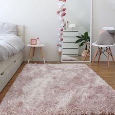 "804 mentions J'aime, 10 commentaires - benuta ❤ rugs (@benuta) sur Instagram : ""Our soft shaggy rug Lea is always there to catch you, if you happen to roll out of bed during the…"""