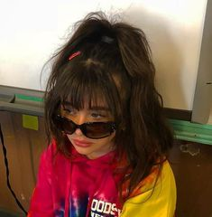 La imagen puede contener: una o varias personas 90s Hairstyles, Hairstyles With Bangs, Teenage Hairstyles, Hair Inspo, Hair Inspiration, Looks Hip Hop, Short Hair Dont Care, Aesthetic Hair, Hair Looks