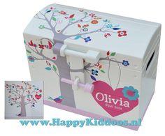 Een geweldige geboortekist aan de hand van het geboortekaartje van Olivia! www.happykiddoos.nl 3d Letters, Container, Memories, Baby, Crafts, Memoirs, Souvenirs, Manualidades, Newborns