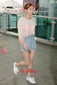 Girls Generations Taeyeon garners attention with her see-through airport fashion ~ Latest K-pop News - K-pop News | Daily K Pop News