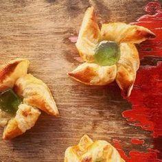 Pikkujoulujen uusi hitti! Unohda luumumarmeladi ja tee karkkitortut perinteisestä suosikkimakeisesta. Snack Recipes, Healthy Recipes, Snacks, Healthy Food, Food N, Xmas, Christmas, Red Velvet, Deserts