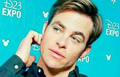 Chris Pine blue eyes, D23Expo