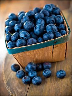 This week's Recipe of the Week is a Blueberry Jam. The Fruit Pectin crystals the recipe calls for are a fast and easy way to make good old fashioned home jams! Fruit And Veg, Fruits And Veggies, Fresh Fruit, Vegetables, Raw Food Recipes, New Recipes, Healthy Recipes, Healthy Food, Happy Healthy