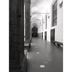 #napoli #convento #naples #architecture #chiostro #art #arte #photography #blackandwhite #b&w #prospettiva Powered by @ilraggio