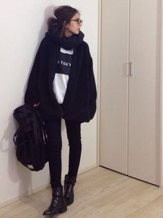 Outfits Otoño, Winter Outfits, Fashion Outfits, Womens Fashion, Japanese Fashion, Asian Fashion, Baggy Clothes, Asian Street Style, Aesthetic Fashion