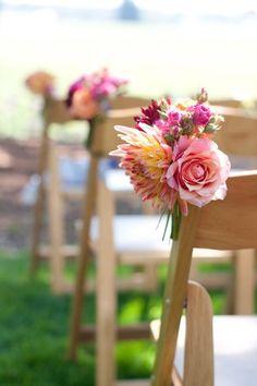 Mini-Bouquet-Wedding-Ceremony-Chair-Decorボリューム的にはこれくらいがちょうどいいです。