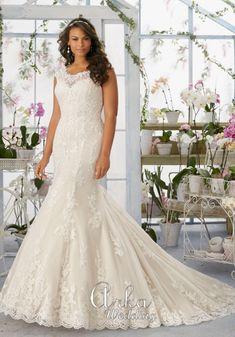 Νυφικά Φορέματα για ΠΑΧΟΥΛΕΣ: Νυφικό Φόρεμα, Δαντέλα, Κεντημένη. Κωδ. 3194 Ivory Lace Wedding Dress, Bridal Wedding Dresses, Wedding Dress Styles, Designer Wedding Dresses, Bridesmaid Dresses, Tulle Wedding, Designer Gowns, Lace Dress, Mori Lee Bridal