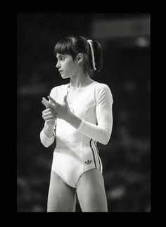 Nadia Comaneci, JO de Montreal, par Raymond DEPARDON (She was absolutely amazing. No one ever came close to her talent,-pinner) Gymnastics Pictures, Sport Gymnastics, Artistic Gymnastics, Dance Photography Poses, Gymnastics Photography, Olympic Sports, Olympic Games, Famous Gymnasts, Nadia Comaneci