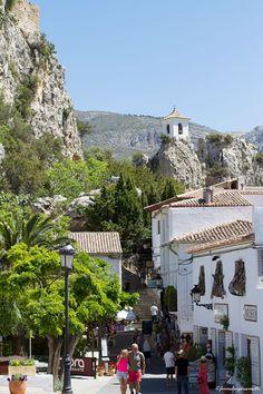 Guadalest, Alicante, Spain Castles   Nice travles   Viajes formulasydreams                                                                                                                                                     Más