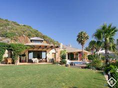 Villa única en venta en el Nido del Águila, Marbella. Propiedad exclusiva en una parcela de 12537 m2 con increíbles vistas 360º. Privacidad total