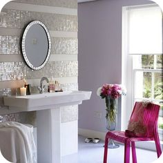 Striped walls using mirrored tiles