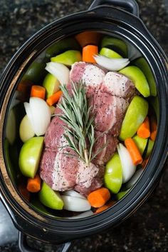 This slow cooker pork roast has apples, carrots and rosemary so it's sweet and savory. Pork loin makes a great, easy to prepare family meal. Carrot Recipes, Pork Recipes, Cooker Recipes, Crockpot Recetas, Crockpot Meals, Braised Cabbage, Braised Pork, Whole30 Recipes, Recipes