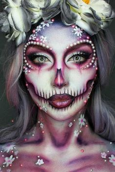 Innovative Halloween make-up thoughts that are going to pass away for and you could use for insights! Sfx Makeup, Costume Makeup, Dead Makeup, Makeup Box, Sugar Skull Makeup, Sugar Skulls, Halloween Makeup Looks, Scary Halloween, Sugar Skull Halloween