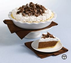 Delicious chocolate desserts: Easy chocolate mousse pie recipe with Kahlúa