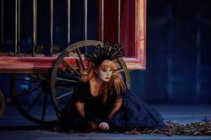 Katja Kabanowa / Photo Credit: Thomas M. Jauck / #staatstheatersaarland #opera #katjakabanowa #circus #benbaur #costumes #scenerey