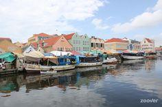 De drijvende markt in Willemstad, Curacao
