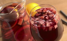 A cold glass of sangria is the best addition to any summer party. Sangria can be made using either red or white wine, red being the most traditional. This sangria recipe will be the summer recipe that will not disappoint! Sangria Mix, Sangria Pitcher, Sangria Color, Sparkling Sangria, How To Make Sangria, Wine Punch, Healthy Alcoholic Drinks, Fruity Wine, The Chew