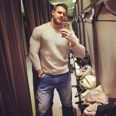 I think he looks handsome in this sweater and should buy it… Big Men Fashion, Men's Fashion, Stylish Men, Men Casual, Buff Guys, Mode Plus, How To Look Handsome, Bear Men, Good Looking Men