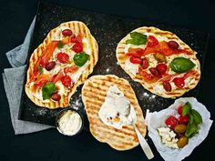Pizzaleivät Mozzarella, Vegetable Pizza, Bread, Snacks, Baking, Vegetables, Food, Appetizers, Brot