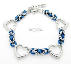 Byzantine Chainmaille bracelet with hearts in Stainless steel and anodised aluminium.