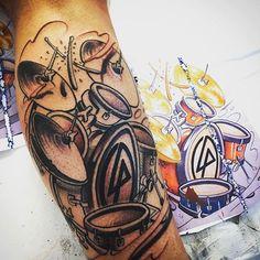 AWESOME Linkin Park drum set tattoo! X lp #sempre #ok #tattoo #drums #batteria #top #primo #step #music #life #bacchette #linkinpark #lamiavita #emozione #istacool #istalife #istagood #istagram #italianboy #like4like #likeforfollow #likeforlike #likeforlikes #like #likesforlikes #napoli #io