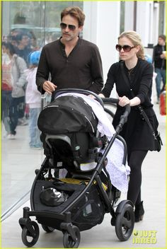 """""""True Blood"""" stars and real-life lovers Anna Paquin and Stephen Moyer step out with their twins, both rocking shades! Aviators for him, and rounds for her! Britax B Ready Stroller, Baby Strollers, Twin Babies, Twins, Anna Paquin Stephen Moyer, Unique Baby Announcement, Baby Announcements, Prams, Celebrity Babies"""