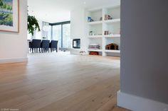 Frans eiken vloer | natuurlijke uitstraling | ultramatte lak | rustige sortering | lichte vloer | opgeleverd door BVO Vloeren