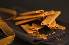 Recettes-Bretonnes vous dévoile la recette des crêpes dentelles, encore connues sous le nom de gavottes, des biscuits très fins et croustillants faciles à faire !