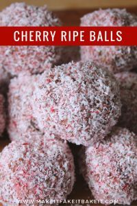 Cherry Ripe Balls Xmas Food, Christmas Cooking, Christmas Desserts, Christmas Treats, Candy Recipes, Sweet Recipes, Dessert Recipes, Pie Recipes, Dessert Ideas