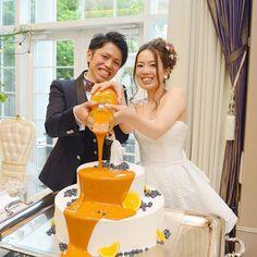 卒花嫁「asa_k_wedding」さまはお味も見た目も爽やかなオレンジソースを用いられました♡ブルーベリーやレモンで彩られたシンプルなケーキに、オレンジの色味が鮮やか!