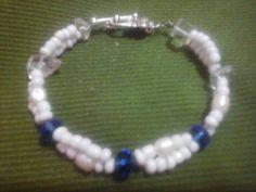 Pulsera con chakira blanca y cristales azules,linda