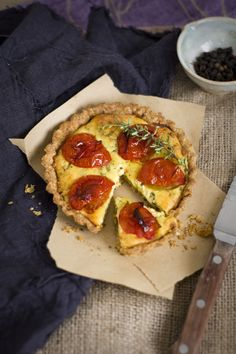 Tartaletas de ricotta, tomate y albahaca