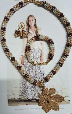 Collar de perlitas vidrio tejido en kumihimo