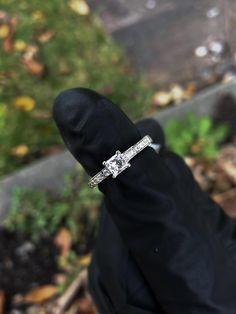Jonc en or blanc avec diamants Wedding Rings, Engagement Rings, Accessories, Bangle Bracelet, White Gold, Enagement Rings, Diamond Engagement Rings, Wedding Ring, Engagement Ring