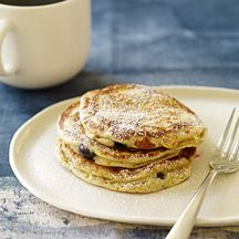 Blueberry Bran Pancakes from the Weight Watchers website. These are 29 g. carbs per serving, and are delicious. Petit Déjeuner Weight Watcher, Plats Weight Watchers, Weight Watchers Breakfast, Weight Watchers Meals, Ww Recipes, Skinny Recipes, Healthy Recipes, Healthy Foods To Eat, Healthy Cooking