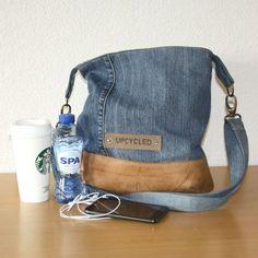 Handgemaakte tas van een oude spijkerbroek. Recycle with style!