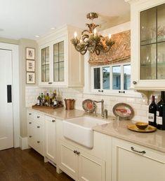 Mutfağınızda küçük değişikliklerle büyük etkiler yaratabilirsiniz. Renginden, dolabından, döşemesinden ve mobilyasından ilham alabileceğiniz mutfak tasarımlarını sizin için seçtik.