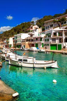 Wat is Mallorca toch een top bestemming! Jij gaat hier volop zonnen, genieten van de fijne sfeer en uitrusten op de sfeervolle terrasjes! Proef de lekkerste Spaanse gerechtjes en drink lekkere sangria! Wandel door de gezelligste Spaanse straatjes en ontdek Palma. Hier kun je de aller leukste souvenirtjes scoren! Als jij alleen maar uit wilt rusten, kun jij lekker gaan relaxen op de heerlijke zandstranden, dus let's go…