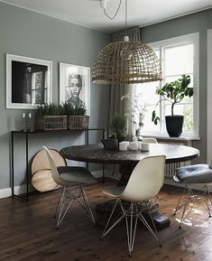 Check it out Green walls in the dining area of a cool Swedish home with inspiring touches. The post Green walls in the dining area of a cool Swedish home with inspiring touches. Jo… appeared first on Dol Decor . Decor, Interior, My Scandinavian Home, Sage Green Walls, Home Decor, House Interior, Dining Room Decor, Interior Design, Swedish House