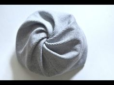Как быстро сшить оригинальную шапку на весну для девочки - YouTube Turban Headband Tutorial, Mode Turban, Turban Hat, Baby Bonnet Pattern, Sewing Pockets, Creation Couture, Headband Styles, Crochet Videos, Fashion Sewing