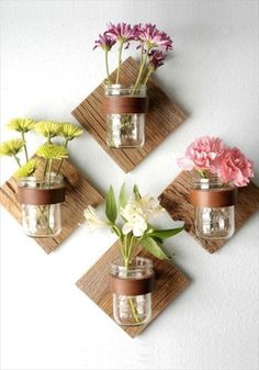 Wall art comes in many shapes & sizes! Give this DIY Rustic Mason Jar Sconce a try. All you need is pint mason jars, leather straps, & wood. Don't forget the flowers! Diy Home Decor Projects, Diy Home Crafts, Easy Home Decor, Cheap Home Decor, Decor Crafts, Craft Projects, Decor Ideas, Craft Ideas, Diy Ideas